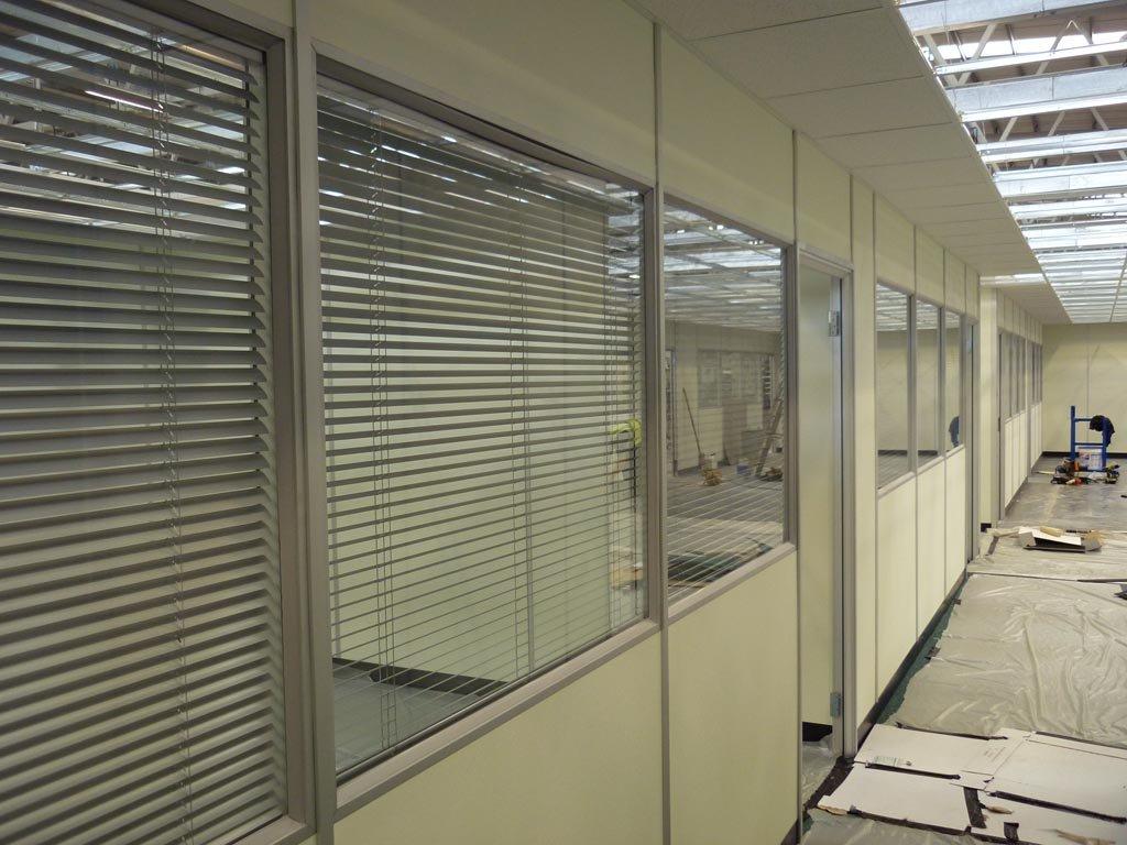 divisoria-eucatex-naval-com-micro-persiana-embutida-entre-vidros-marfim.jpg