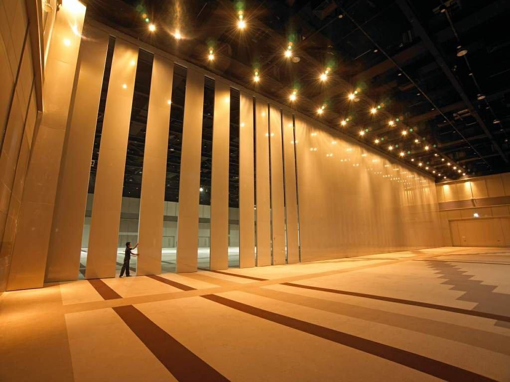 divisoria-retratil-mdf-piso-teto-estadio.jpg