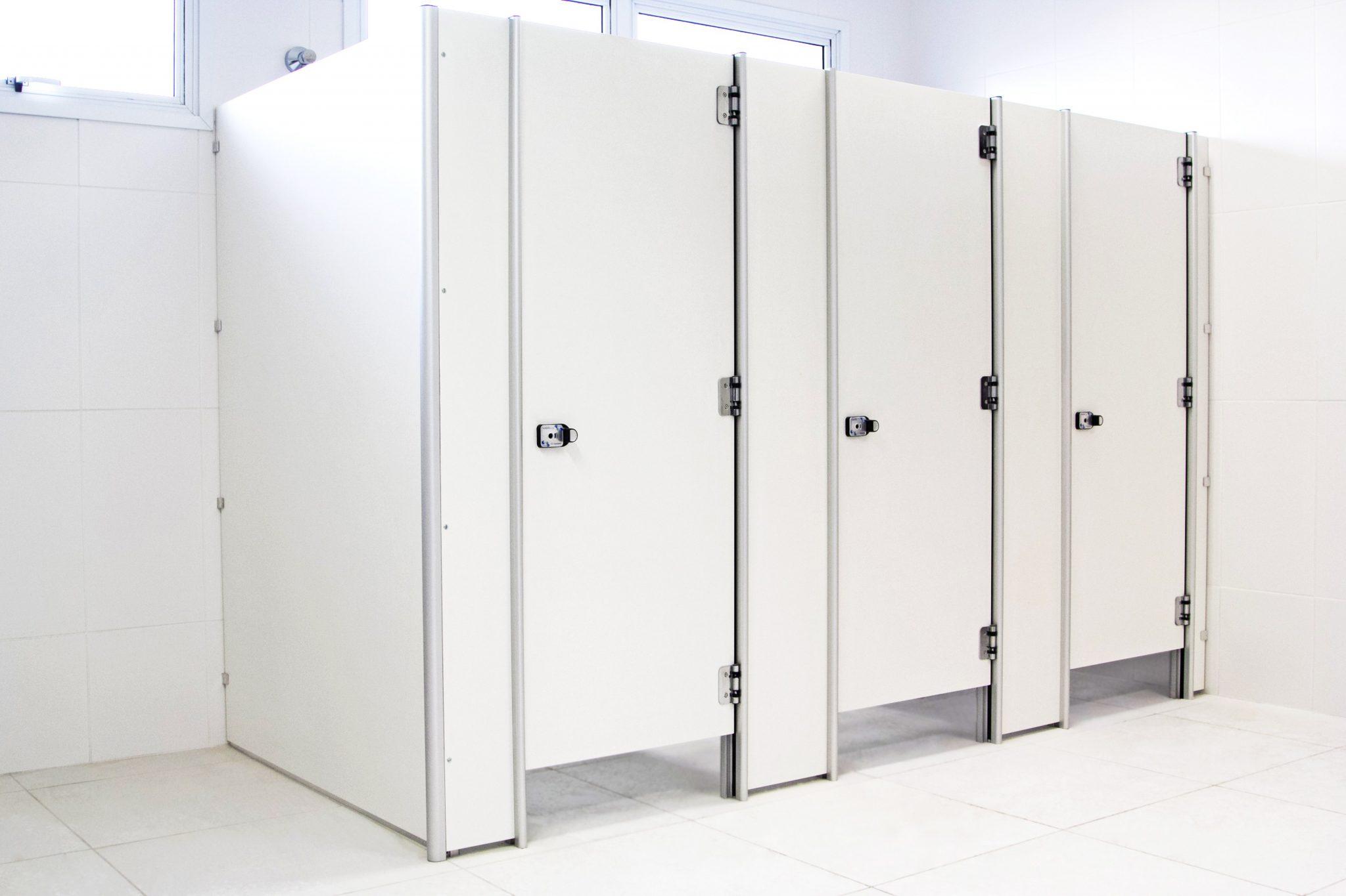divisoria-sanitaria-banheiro-ts-branco-neve.jpg